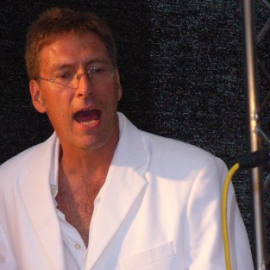 Claus-Sapucaiu-no-samba